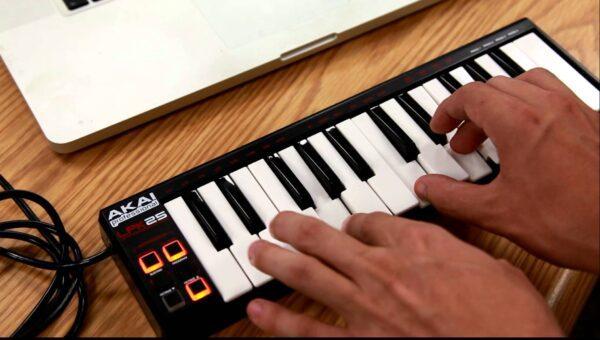 Teclado controlador para Laptop - AKAI LPK-25