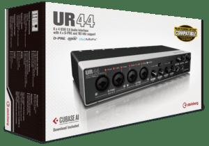 Interface UR44 - 4 pré-amps, 2 fones, 6 saídas, MIDI I/O - 192kHz/24-bit